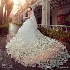 Wedding Dresses Sweetheart Crystals Beads Appliques Flowers A Line Cathedral Train Luxury Princess Bridal…