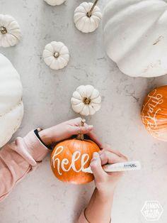 DIY Handlettered Pumpkins- tips and tricks Fun Diy Crafts easy fun diy thanksgiving arts and crafts Thanksgiving Arts And Crafts, Thanksgiving Decorations, Canadian Thanksgiving, Fun Diy Crafts, Fall Crafts, Decoration Christmas, Pumpkin Decorating, Decorating Tips, Holiday Decorating