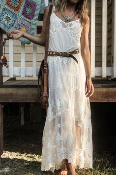 Robe longue, style bohème, blanche à dentelle, fine bretelles, ceinture et besace cuir marron, tenue d'été, Ophelia Maxi Dress - Off White