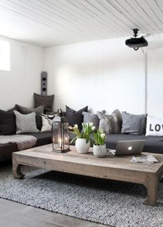 Breathtaking 40+ Most Inspirational Rustic Contemporary Living Room Ideas http://decorathing.com/living-room-ideas/40-most-inspirational-rustic-contemporary-living-room-ideas/