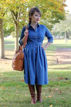 Breastfeeding friendly outfit with shirtwaister style dress Denim Shirt Style, Denim Shirt Dress, Winter Maternity Outfits, Style Retro, Dress And Heels, My Outfit, Retro Fashion, Dress Skirt, Fashion Dresses
