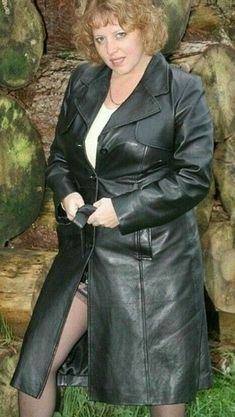 Long Leather Coat, Leather Trench Coat, Faux Leather Leggings, Transvestite Pictures, Secretary Outfits, Mature Women Fashion, Leder Outfits, Curvy Girl Outfits, Stockings And Suspenders