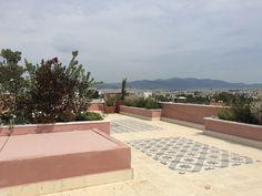 Nikolas Dorizas Architect, Tel: +30.210.4514048 Address: 36 Akti Themistokleous – Marina Zeas, Piraeus 18537 Αναστήλωση παλαιάς πολυκατοικίας στην Ακρόπολη και μετατροπή σε αφαιρετική μονοκατοικία για ένα ζευγάρι από το Αρχιτεκτονικό Γραφείο του Νικόλα Ντόριζα. Arch, Sidewalk, Longbow, Side Walkway, Walkway, Wedding Arches, Bow, Arches, Walkways