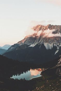 ikwt: Sunset by the mountains (jannikobenhoff) | ikwt
