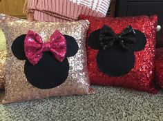 Cute Pillows, Kids Pillows, Throw Pillows, Deco Disney, Kitchen Design Gallery, Nail Salon Decor, Pillow Crafts, Teen Bedroom Designs, Cushion Cover Designs