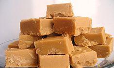 La vraie recette du WHISKY FUDGE (450 g de sucre, 15 ml de sirop de sucre de canne (peut être remplacé par du miel ou du sirop d'érable), 55 g de beurre, 24 cl de lait entier, 3 cl de whisky)