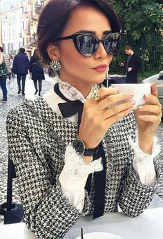 Chanel Outfit, Chanel Fashion, Classy Outfits, Cute Outfits, Mode Statements, Fashion Tips For Women, Womens Fashion, Chanel Vintage, French Girl Style