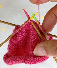 Nadelspiel: Double Pointed Needles Tutorial.