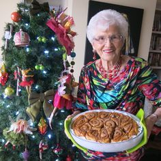 My mom, Helen McKinney's Canadian Prairie Homemade Cinnamon Buns are famous in our family, our neighbourhood and home town: step by step images. Cinnamon Bun Recipe, Cinnamon Rolls, Baking Buns, Bread Baking, Donut Recipes, Baking Recipes, Bread Machine Rolls, Pecan Rolls, Canadian Food