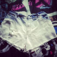 High waisted shorts DIY Grab any old pair of jeans that dont fit you anymore. Try them on and mark how short you want to cut them.  Too add the holes, cut horizontal lines, and take tweezers to take out the blue strings. To bleach them, just take a bucket, add bleach and add some water. Leave the jeans for about an hour or two, and there you go!