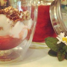 Mine matskriblerier: Sommersyltetøy med jordbær og rabarbra