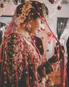 Guide To Ace Your Bridal Poses This Wedding Season! |