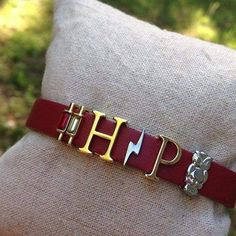 This is adorable! Love Harry Potter Keep Collective Lightning Bolt Harry Potter Fashion Jewellery Online, Trendy Fashion Jewelry, Fashion Jewelry Necklaces, Jewelery, Couple Jewelry, Keep Jewelry, Keep Bracelet, Silver Jewellery Indian, Gold Jewellery