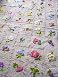 1940 s hand embroidered summer tablecloth beautiful Simple Embroidery, Hand Embroidery Stitches, Crewel Embroidery, Hand Embroidery Designs, Ribbon Embroidery, Floral Embroidery, Embroidery Patterns, Stitch Book, Sewing Crafts