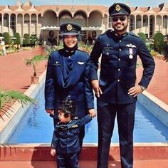 Jet Fighter Pilot, Fighter Jets, Pak Army Soldiers, Pakistan Armed Forces, Best Army, Military Couples, Army Girlfriend, Pakistan Army, Pakistani Bridal Dresses
