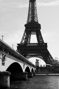 Beautiful #Paris - #EiffelTower    Photo: (c) mohamedkhalil.tumblr.com  Great artist, click  the link to have a look at his pictures :)  Planning a trip to Paris? Book a #room  at Cadran #Hotel www.cadran-hotel-gourmand.com