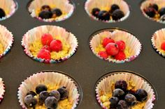 Pähkinä-suklaaleivokset marjoilla Muffin, Breakfast, Desserts, Food, Morning Coffee, Tailgate Desserts, Deserts, Muffins, Meals