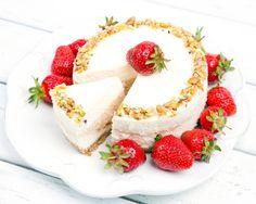 Cauti un desert pentru masa de Revelion, dar nu prea ai idei? Iti dam o idee: cheesecake cu branza cottage, intr-o varianta sanatoasa si absolut delicioasa!