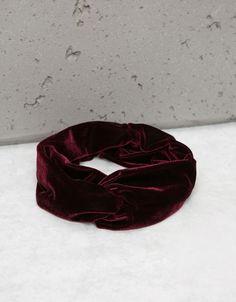 Turbante de terciopelo rojo de Bershka