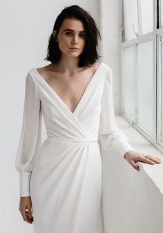 KAREN WILLIS HOLMES Nikki Sheath Wedding Dress