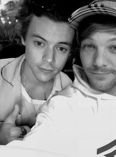 larry, my dudes. Larry Stylinson, Louis Tomlinson, Larry Shippers, Harry Styles Pictures, Louis And Harry, One Direction Pictures, Love Story, Dj, Husband