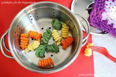 Gehäkeltes für Puppenküche und Kaufmannsladen: bunte Spirelli, mit kostenloser Anleitung für gehäkelte Nudeln