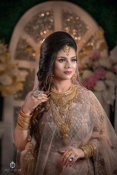 Gold Bangles, Gold Jewellery, Jewelry, Bengali Bridal Makeup, Bridal Blouse Designs, Bangle Set, Gold Fashion, Fashion Necklace, Brides