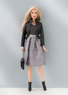 Faux leather jacket for Barbie and Poppy Parker dolls (1:6 scale).  Jacket ONLY!!! Doll, shoes, skirt, shirt, bijouterie, diorama, etc. are not included.  From smoke free and pets free office.  We ship in 1 business day after payment received. We ship worldwide and combine shipping.  Visit our blog for more photos: http://barbieropayaccesorios.blogspot.com  Thank you
