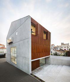 House in Bonfim / AZO Sequeira Arquitectos Associados