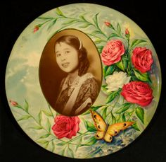 Celluloid Pinback ... popular between 1900 - 1932.  A tin pin back, then had artwork and photo images, coated with celluloid material, binding them to the tin pin.  These buttons were used for advertisement, celebrations, weddings, funerals, anniversaries, etc.