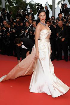 "Adriana Lima wears Alberta Ferretti gown at the screening of ""Burning"" during the annual Cannes Film Festival at Palais des Festivals on May 2018 in Cannes, France. Isabeli Fontana, Alessandra Ambrosio, Celebrity Red Carpet, Celebrity Style, Adriana Lima Style, Brazilian Supermodel, Music Festival Fashion, Palais Des Festivals, Vogue"