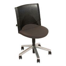 Kontorstol.  Wilkhahn.  Grå sæde med sort ryg og grå base.  Varen er brugt.