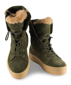 Grumman Flat Bootie for hiking in the woods with style. Fall Trends, Color Trends, Green Colors, Earthy, Olive Green, Woods, Fall Winter, Hiking, Blue And White