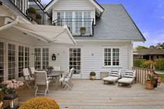 ZsaZsa Bellagio – Like No Other: House Beautiful: Clean Fresh White Bungalow Extensions, House Extensions, Helsingborg, Style At Home, Long Island House, Patio Shade, American Houses, New England Homes, English House