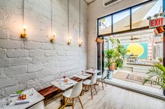 Let's Get Small: Top Tiny Restaurants Serving Big Flavors Rustic Restaurant Interior, Small Restaurant Design, Outdoor Restaurant, Cafe Shop Design, Cafe Interior Design, Mini Cafe, Small Restaurants, Small Spaces, Williamsburg Nyc