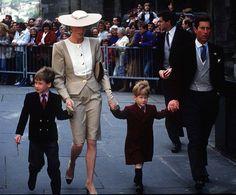 Prince William and Prince Harry went with their parents to a wedding | Rückblick: Seht Prinz William und Kate Middleton als Kinder! | POPSUGAR Deutschland Stars Photo 20