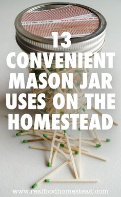 Do you love mason jars as much as I do? We show you 13 mason jar projects that will help you all over the house. I can't get enough mason jars! Mason Jar Meals, Mason Jar Gifts, Mason Jar Diy, Cupcake Liner Storage, Old Coke Crates, Green Mason Jars, Quick And Easy Crafts, Mason Jar Projects, Christmas Mason Jars