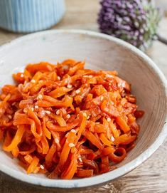 Japanese carrot kinpira: This carrot kinpira is a colourful, flavourful and delicious veggie side dish that goes well with cooked rice. It is an authentic, humble dish from every Japanese home kitchen for every occasion. Japanese Side Dish, Japanese Dishes, Japanese Rice, Easy Japanese Recipes, Asian Recipes, Gourmet Recipes, Carrots Side Dish, Vegan Fried Chicken, Vegan Fries