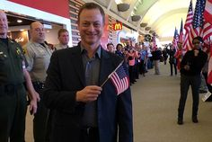 Gary Sinise Helps Hollywood Solute Our Troops - Celebrities Who Give