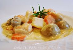 Pechuga de pavo con salsa de champinones Spanish Cuisine, Spanish Food, Omelette, Churros, Flan, Fruit Salad, Mexican Food Recipes, Chicken Recipes, Potatoes