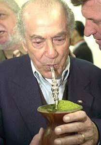 Leonel de Moura Brizola  http://pt.wikipedia.org/wiki/Leonel_Brizola