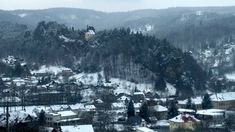 It is possible to hike in this national UNESCO GEOPARC during the whole year, even in winter. No restrictions, no dangerous paths, friendly guide and great views! Hiking Tours, Beautiful Castles, Discount Travel, Great View, Tour Guide, Czech Republic, Prague, Paths, Paradise