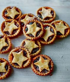 Mary Berry's irresistible Christmas desserts - treat yourself with mince pies, a Yule log and trifle - Mirror Online