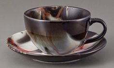 Coffee Cup & Saucer 'Brown Marble' 250cc Cup Size : φ9.5 × 5.7cm    Capacity 250cc  Microwave : Yes  Dishwasher : Yes  Oven : No  Material : Porcelain  Made in Japan