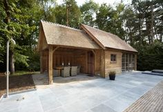 houten poolhouse met terrasoverkapping & Cottage Style