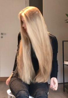 My love of longhair Long Hair Cuts, Long Hair Styles, Light Blonde Hair, Beautiful Long Hair, Amazing Hair, Rapunzel Hair, Playing With Hair, Super Long Hair, Beach Hair