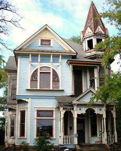 OldHouses.com - 1894 Victorian: Queen Anne - Majestic Historic Victorian in Texarkana, Arkansas