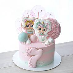 На данном изображении может находиться: 1 человек Doll Birthday Cake, Twin Birthday Cakes, Funny Birthday Cakes, Birthday Cakes For Women, Birthday Cards, Girly Cakes, Cute Cakes, Yummy Cakes, Bolo Sofia
