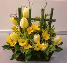 Swap for sticks and sunflowers Altar Flowers, Church Flowers, Easter Flower Arrangements, Floral Arrangements, Ikebana, Contemporary Flower Arrangements, Deco Floral, Deco Table, Floral Centerpieces