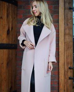 Творя красоту для других, не стоит забывать и о собственном гардеробе☝️Теперь и у меня есть #пальто нашего совсем нового и только набирающего обороты бренда @smth_fashion 🌸🌸🌸 Нежное такое, но очень плотное и теплое..⛄️#пальтохалат #пальтомосква #купитьпальто #итальянскиеткани #натуральныеткани #индивидуальныйпошив #ателье #ательемосква